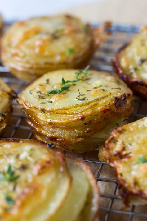 Gruyere and Thyme Stacked Potatoes - a recipe perfect for a Thanksgiving side or. Gruyere and Thyme Stacked Potatoes - a recipe perfect for a Thanksgiving side or appetizer! Potato Dishes, Potato Recipes, Food Dishes, Thyme Recipes, Thanksgiving Sides, Thanksgiving Recipes, Thanksgiving Vegetables, Thanksgiving Stuffing, Vegetarian Recipes
