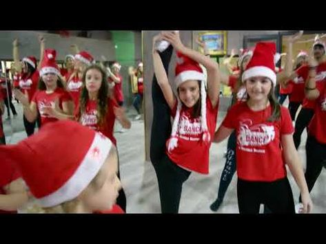 Mariah Carey All I Want For Christmas Is You Flash Mob Dynamic Dance Project Michele Orefice Youtube Con Immagini Mariah Carey Scuola