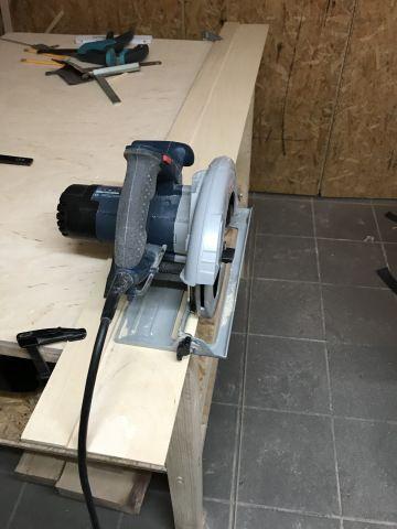 Einfache Fuhrungsschiene Fur Die Handkreissage Bauanleitung Holznarr Lucas Fuhrungsschiene Kreissage Holzbearbeitungstipps