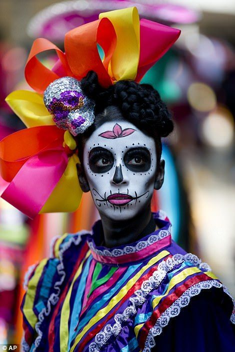 Thousands In Mexico City Celebrate Day Of The Dead In A Parade Day Of The Dead Artwork Festival Of The Dead Day Of The Dead Art