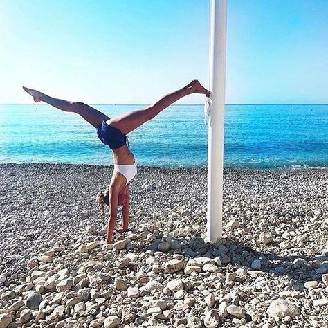 En este fantástico puente para muchas: ¡yoga modo on! ✌️ Nos encontrarás aprovechando cada rayo de sol y la magia de la atmósfera de agosto. ¿Eres de las nuestras? // Descubre la ropa que te motivará a disfrutar al máximo de tu versión más activa en www.activeliving.es  @mariawith  #womenstechnicalfashion #puentedeagosto #entrenoplayero #entrenaralairelibre #yogaeveryday #yogagirl #yogalove #lornajane #lornajanees #lornajaneespaña #lornajanespain #activeliving  @lornajanees