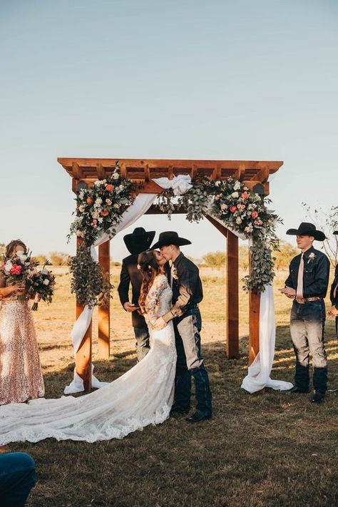 Country Wedding Photos, Country Barn Weddings, Country Style Wedding, Wedding Pictures, Western Weddings, Cowboy Weddings, Outdoor Weddings, Ranch Weddings, Romantic Weddings