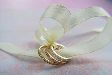 Memoire-Ringe in Gelb-, Rosé- und Weißgold.