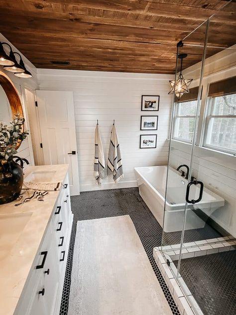 Rustic Master Bathroom, Bathroom Interior, Bathroom Ideas, Farmhouse Style Bathrooms, Master Bathroom Plans, Small Rustic Bathrooms, Master Bath Tile, Farmhouse Renovation, Coastal Bathrooms