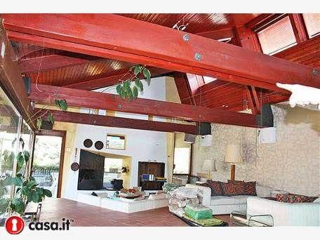 - LEFFE Prestigiosa villa progettata da rinomato designer ...