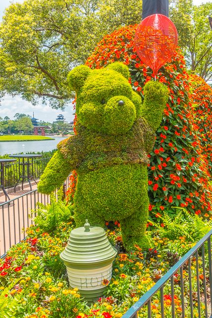 Epcot International Flower and Garden Festival 2017 - beautiful flowers and amazing food! You MUST make a trip to Walt Disney World to check out the festival!