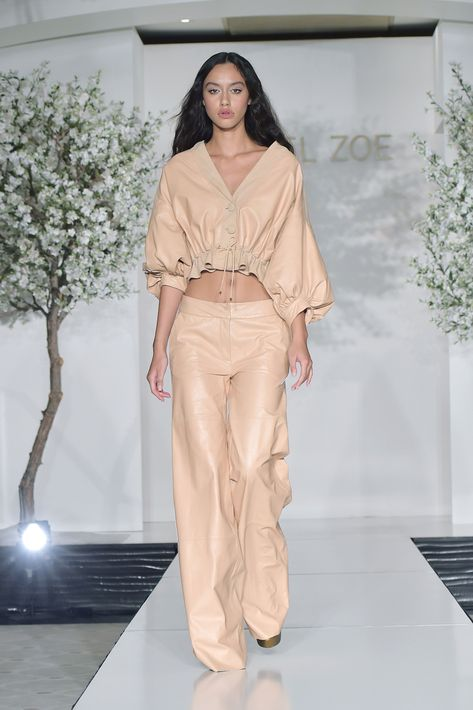 Rachel Zoe Spring Summer 2019 Ready To Wear-ready Woman Vogue Runway Beige Trend - Read the Spring Summer 2019 Trends Fashion Week Coverage on Houseofcomil.com