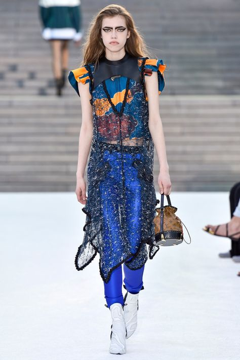 See the complete Louis Vuitton Resort 2018 collection.