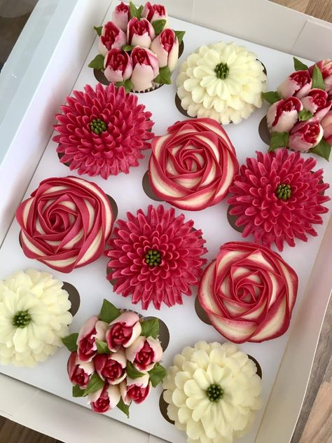 Elegant Cupcakes, Floral Cupcakes, Fancy Cupcakes, Beautiful Cupcakes, Floral Cake, Valentines Cakes And Cupcakes, Cupcake Flower Bouquets, Decorated Cupcakes, Cake Decorating Piping