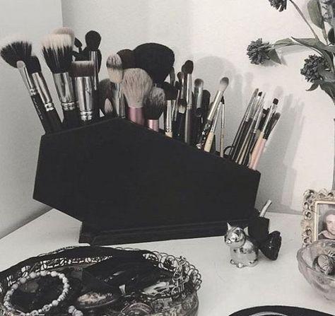 Best Ideas For Makeup Tutorials : Coffin Makeup Brush Holder Coffin Gothic Makeup Makeup Organization Brush H Gothic Room, Gothic House, Gothic Bathroom, Elf Makeup, Pink Makeup, Makeup Geek, Black Makeup Room, Black Makeup Vanity, Silver Vanity