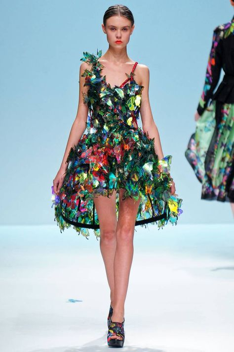 This reminds me of a gorgeous butterfly dress Am Statik made me for the Playgirl Magazine UK launch. (Lie Sang Bong S/S