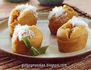 Cara Membuat Kue Apem Istimewa Bahan 400 Gr Tepung Beras 80 Gr Tepung Kanji 400 Cc Santan Kental 240 Cc Resep Kue Resep Makanan Penutup Makanan Ringan Manis