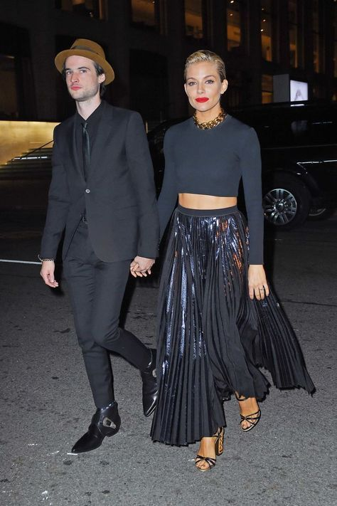 Sienna Miller and Tom Sturridge Size Herbstmode bescheiden Useful Fashion Advice from Cher Coulter, Stylist to the Stars – Glam Radar