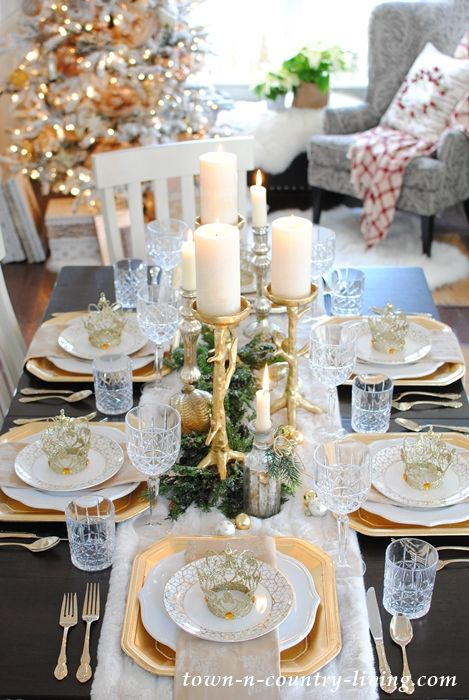 Gold And Crystal Holiday Table Setting Town Country Living Dinner Table Centerpieces Thanksgiving Dinner Table Setting Holiday Table Settings