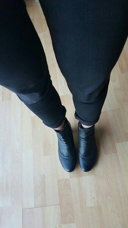 429fb09dbb200b Schwarze Stiefelette mit kleinem Absatz    sehr bequem
