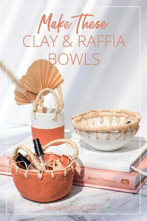 Combine clay, natural fibres and terracotta paint to create these clay & raffia pots! Find the tutorial, pictures and tips on this post. Fimo Clay, Ceramic Clay, Ceramic Pots, Clay Projects, Clay Crafts, Diy Air Dry Clay, Air Drying Clay, Newspaper Basket, Clay Bowl