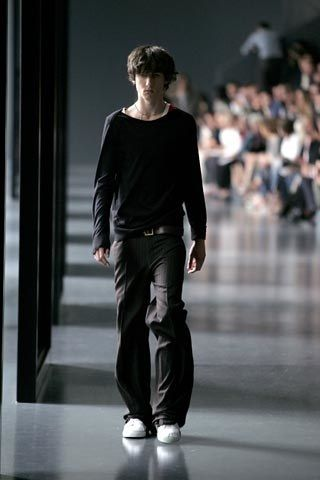 Dior Men Spring 2005 Menswear collection, runway looks, beauty, models, and reviews.