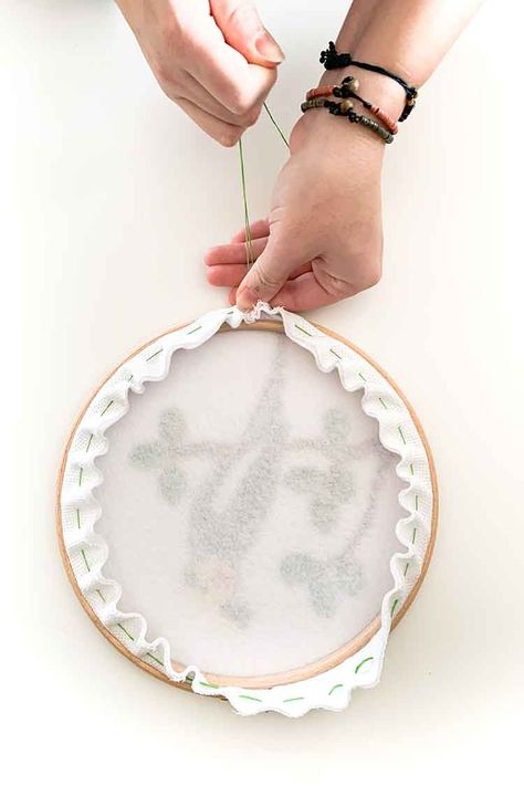 how to frame your cross stitch project in an embroidery hoop Cross Stitch Hoop, Cross Stitch Tutorial, Cross Stitch Quotes, Cross Stitch Finishing, Cross Stitch Art, Cross Stitch Flowers, Cross Stitching, Cross Stitch Embroidery, Cross Stitch Frames