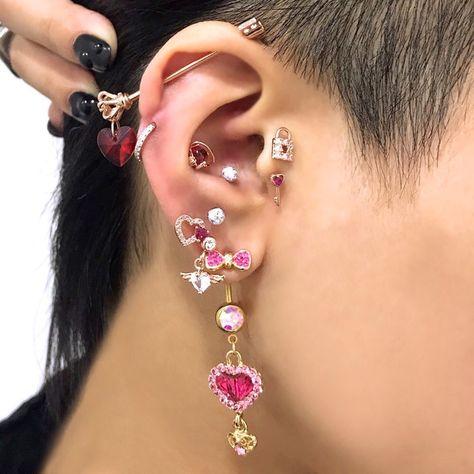 Ear Jewelry, Cute Jewelry, Body Jewelry, Jewelery, Jewelry Accessories, Jewelry Tags, Funky Jewelry, Cool Ear Piercings, Grunge Jewelry