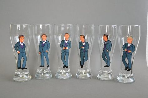 Perfect gift for your groomsmen Hand painted bachelor party Personalized Beer glasses. The illustrations will be made using your photos. Just send me photos of your groomsen and their outfits and I will customize the glasses. Without extra cost I will put names and dates, titles or other
