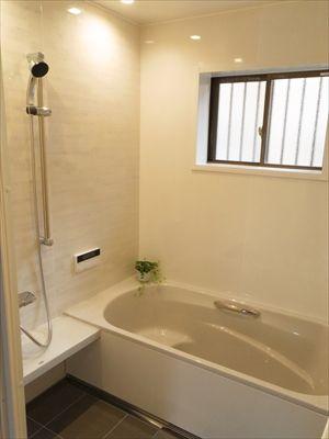栗東市k様邸のお風呂リフォーム タイル張りのお風呂から清潔感のある
