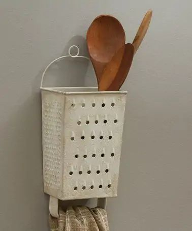 Park Designs Grater Wall Utensil Holder Home Design – DIY home decor – rustic home diy Home Crafts, Diy And Crafts, Key Crafts, Paper Crafts For Kids, Diy Casa, Primitive Kitchen, Country Primitive, Primitive Decor, Rustic Kitchen