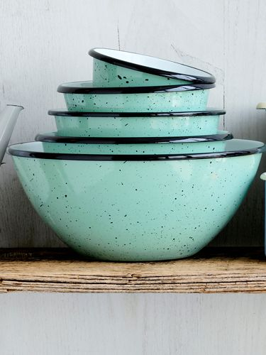Im sure these would be very at home in my kitchen! Reminiscent of robins' eggs, these 5 speckled enamelware bowls are too pretty to tuck in a drawer.