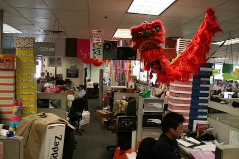 Zappos is known for their great work environment. How fun is this workspace?!