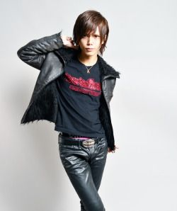 Guys in leather pants: Photo