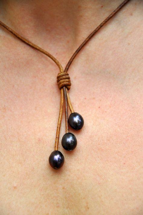 collar cuero con 3 perlas negras