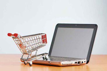 التسوق عبر الانترنت ما له وما عليه Marketing Program Internet Marketing Digital Marketing Plan