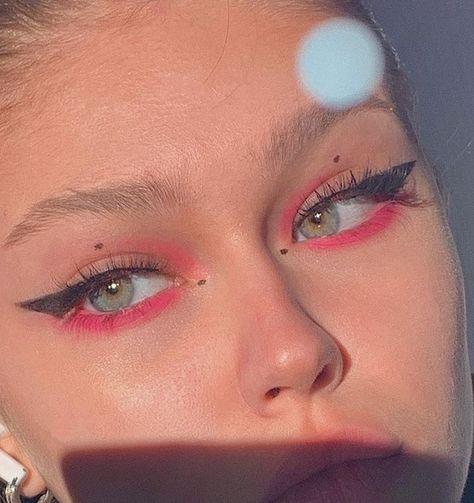 """Aesthetic makeup History of eye makeup """"Eye care"""", put simply, """"eye make-up"""" has always been Edgy Makeup, Makeup Eye Looks, Eye Makeup Art, Pink Makeup, Cute Makeup, Girls Makeup, Pretty Makeup, Makeup Inspo, Eyeshadow Makeup"""