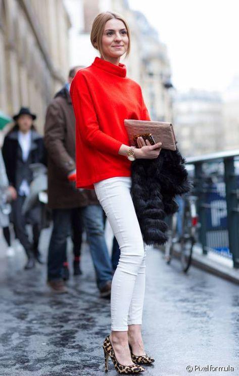 0408d94cc5c8 un-slim-blanc-un-pull-rouge-et-des-esca