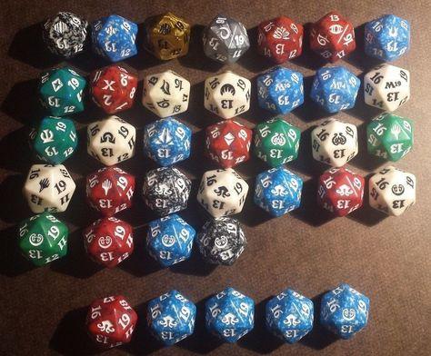 D20 spindown /& Guild pins /& stickers Ravnica Allegiance Guild Kit Dice Set 5