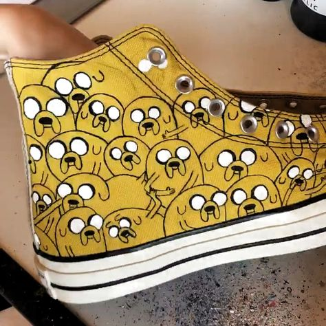 Time lapse video of the Jake the Dog Adventure Time Custom Converse being painted. #converse #jakethedog #adventuretime #chucks #timelapse #painting #art #artpainting #sneakers #customshoes