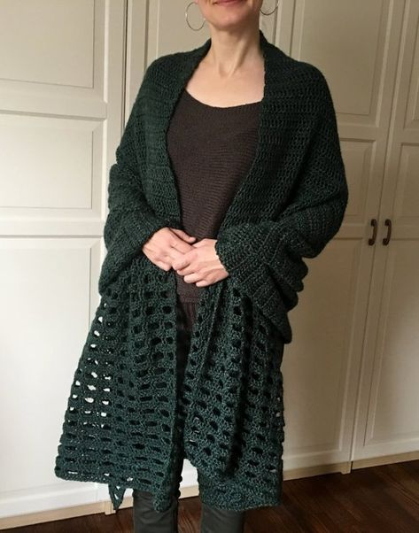 CROCHET PATTERN Easy Shawl, Easy Wrap Pattern, Cape Pattern, Ruana - Look Pattern, Blanket Shawl, Boho Crochet, Blanket Wrap, Garment, DIY: I LOVE this boho wrap. Is is stylish, VERSATILE and a little something different. Its one big simple rectangle. It wears like a cape, a ruana or a blanket