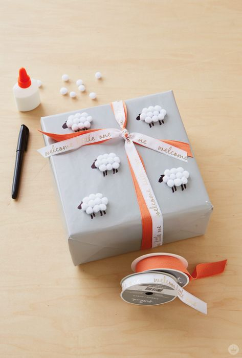 Supplies for covering a gift with sheep: glue pom-poms gift ribbon black marker. Supplies for covering a gift with sheep: glue pom-poms gift ribbon black marker. Baby Gift Wrapping, Gift Wrapping Tutorial, Creative Gift Wrapping, Christmas Gift Wrapping, Creative Gifts, Gift Wrapping Ideas For Birthdays, Birthday Wrapping Ideas, Creative Gift Packaging, Diy Wrapping Paper