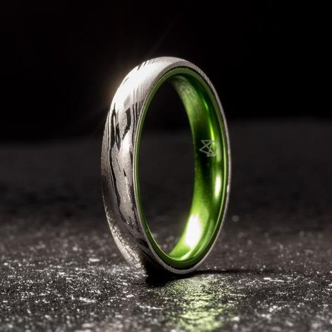 Wood Grain Damascus Steel Ring - Resilient Green - 4MM