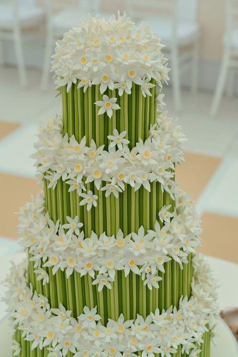 Vintage Wedding Cake Im Blumenmeer Mann Backt