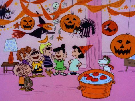 'It's the Great Pumpkin Charlie Brown' Will Air Twice This Year Charlie Brown Halloween, Great Pumpkin Charlie Brown, It's The Great Pumpkin, Halloween Themes, Fall Halloween, Halloween Decorations, Halloween Party, Halloween Season, Cute Fall Wallpaper