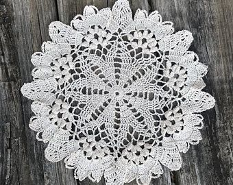 Chic Flower Hand Crochet Cotton Round White Doily