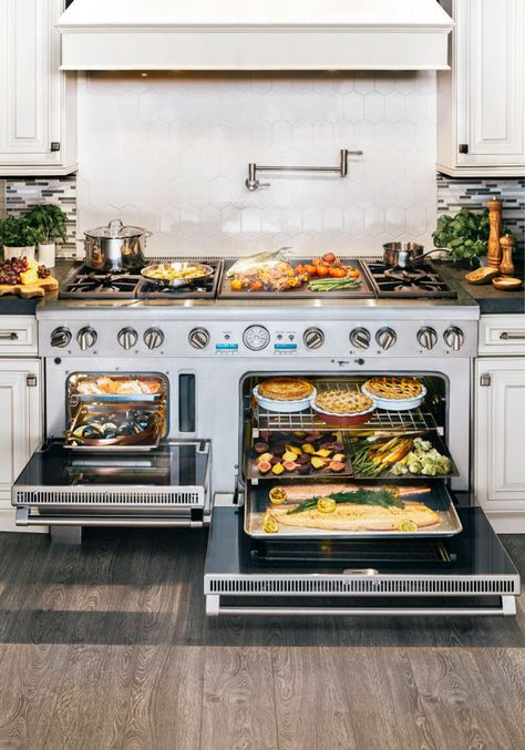 Visit our showrooms to discover Thermador high-end kitchen appliances; cooktops steam and convection ovens, and column refrigeration. Thermador has two redesigned collections: Professional and Masterpiece. Kitchen Stove, Kitchen Redo, Kitchen Items, Home Decor Kitchen, New Kitchen, Kitchen Remodel, Kitchen Dining, Kitchen Appliances, Beautiful Kitchens