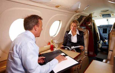 Geschäftsreisen: Warum Privatjets gefragt sind. http://www.travelbusiness.at/business-lounge/geschaftsreisen-warum-privatjets-gefragt-sind/0010377/