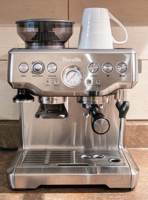 How to make the PERFECT Latte or Cappuccino with the Breville Barista Express! A step-by-step tutorial that will guide you through making your first espresso! Breville Espresso Machine, Italian Espresso Machine, Home Espresso Machine, Espresso Machine Reviews, Cappuccino Machine, Best Home Coffee Machine, Best Latte Machine, Coffe Machine, Coffee Making Machine