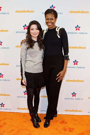 ALEXANDRIA, VA - JANUARY 13:  First Lady Michelle Obama (R) and iCarly actress Miranda Cosgrove pose for a photo backstage at a special military family screening of Nickelodeon's iCarly: iMeet The First Lady at Hayfield Secondary School on January 13, 2012 in Alexandria, Virginia.  (Photo by Paul Morigi/Getty Images for Nickelodeon)