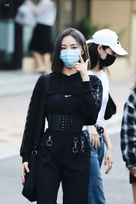 Kpop Fashion Outfits, Stage Outfits, Edgy Outfits, Girl Outfits, Womens Fashion, Asian Street Style, Korean Street Fashion, Vetements Clothing, Moda Emo