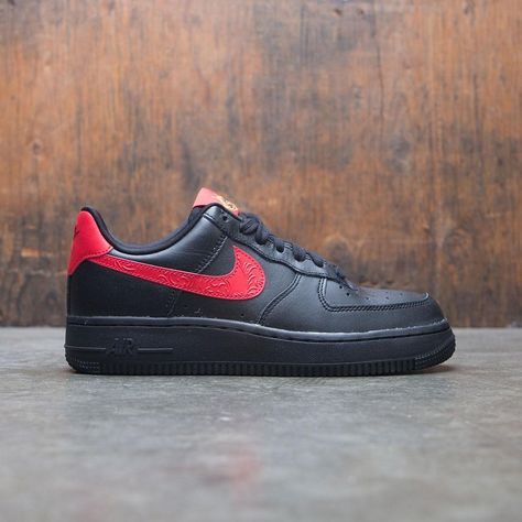reputable site e68d4 8bca5 The legend lives on in the Nike Air Force 1  07 Low Floral Women s Shoe, a  modern take on the icon that blends classic style and fresh, crisp details.