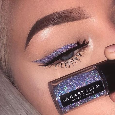 """BEAUTY BAY on Instagram: """"We're allll about the glitter liner vibes though 🤩✨ Tap to shop 🛒 (📸 @lenkalul) #BEAUTYBAY"""""""