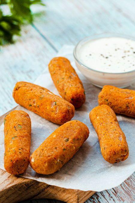 Wer diese Linsen-Röllchen in den Ofen schiebt, belohnt sich selbst mit einem knusprigen, gesunden Snack! Perfekt zum Dippen.