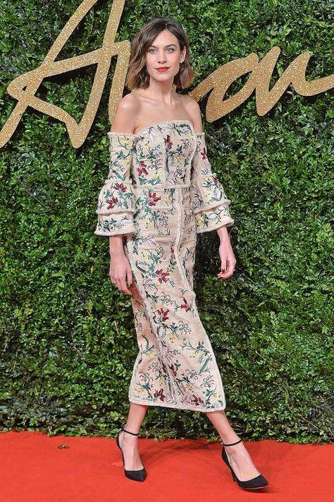 Alexa Chung con vestido de bordados florales, de Erdem.
